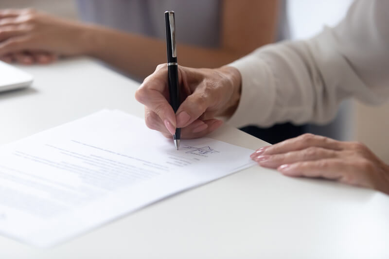Wat moet er in een arbeidscontract worden opgenomen?